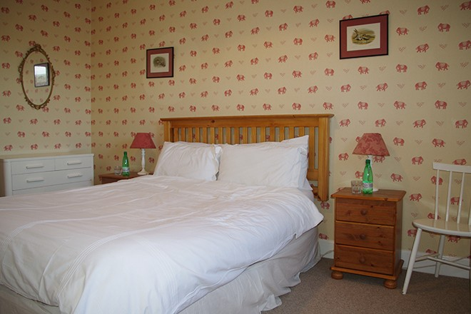 ardnacross-self-catering-the-square-bedroom